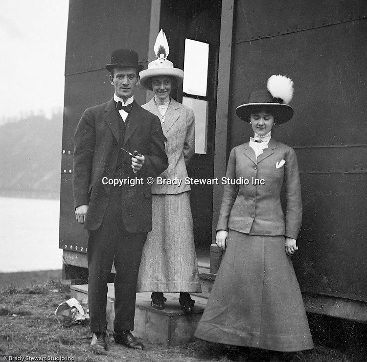 Erie PA:  Sarah Stewart and in-laws all dressed up for Dinner at a local restaurant - 1915.