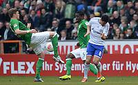 FUSSBALL   1. BUNDESLIGA   SAISON 2012/2013    28. SPIELTAG SV Werder Bremen - FC Schalke 04                          06.04.2013 Sebastian Proedl (li) und Assani Lukimya (Mitte, beide SV Werder Bremen) gegen Ciprian Marica (FC Schalke 04)