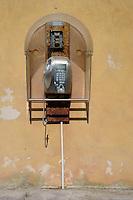 Isola di Pianosa.Pianosa Island.Pianosa. Il borgo.Village.Vecchia cabina del telefono.
