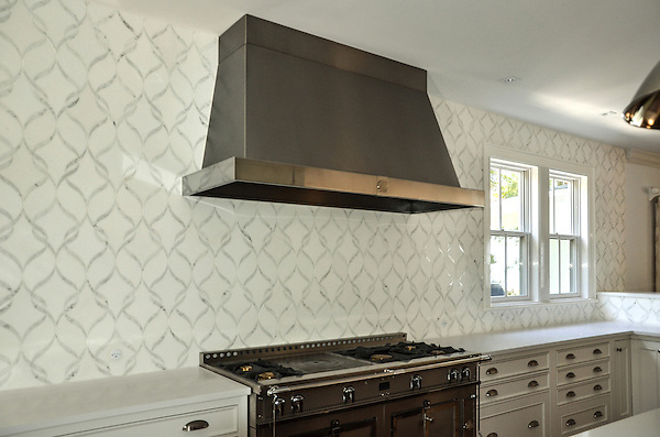This custom kitchen backsplash features Sophie, a handmade mosaic shown in polished Calacatta Tia and honed Thassos from the Silk Road Collection by Sara Baldwin for New Ravenna.<br /> -photo courtesy of Tile Market of Sarasota<br /> For pricing samples and design help, click here: http://www.newravenna.com/showrooms/