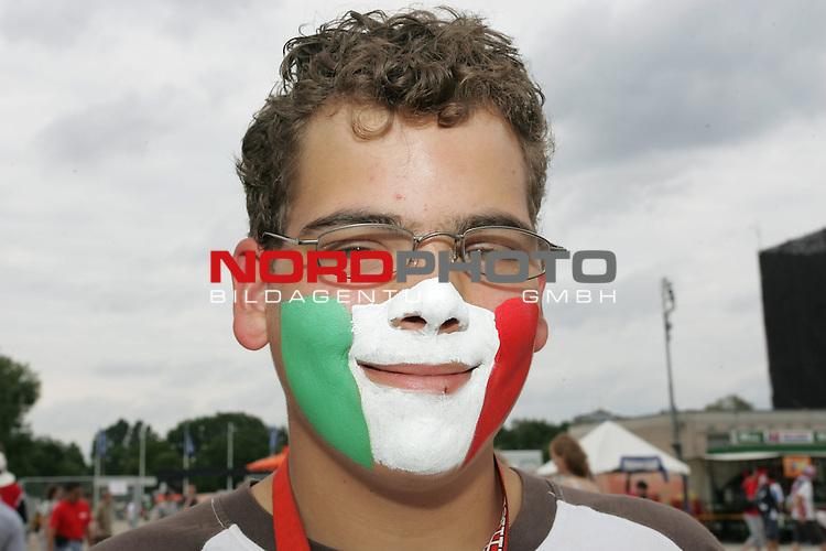 FIFA WM 2006 -  Fan Meile Nuernberg<br /> <br /> Italien - Tschechien<br /> <br /> Italien Fan am Volksfestplatz.<br /> <br /> Foto: nordphoto