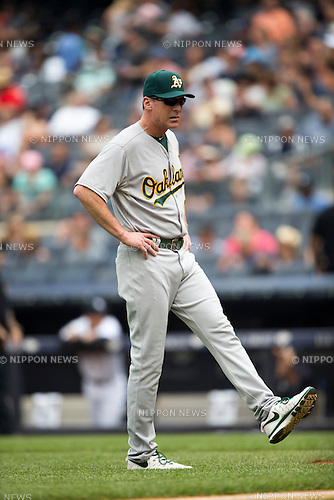 Bob Melvin (Athletics), JULY 9, 2015 - MLB : Manager Bob Melvin of the Oakland Athletics during the Major League Baseball game against the New York Yankees at Yankee Stadium in the Bronx, New York, United States. (Photo by Thomas Anderson/AFLO) (JAPANESE NEWSPAPER OUT)