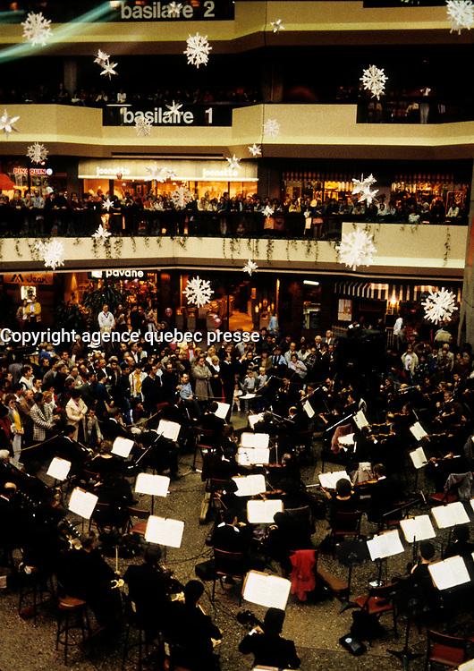 Charles Dutoit direct a free concert in Complexe Desjardins, November 3, 1984