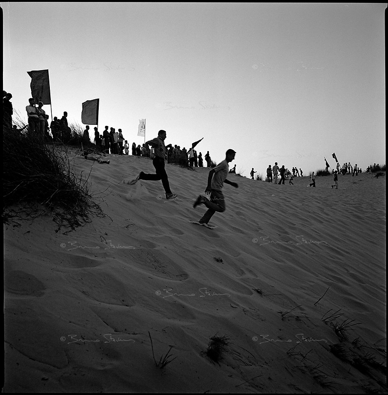 Neve Dekalim, Gaza strip, Sept 14 2005.Thousands of Palestinians return home from the former Jewish settlement where took place a joint meeting by most Palestinian resistance movements such as Hamas, Islamic Jihad, FPLP and many more.