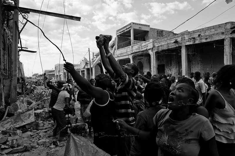Port Au Prince, Haiti, Jan 23 2010.Inhabitants of downtown Port au Prince are rummaging deep into the ruins to try and recover anything of value..