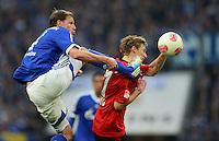 FUSSBALL   1. BUNDESLIGA   SAISON 2012/2013    29. SPIELTAG FC Schalke 04 - Bayer 04 Leverkusen                        13.04.2013 Benedikt Hoewedes (li, FC Schalke 04) gegen Stefan Kiessling (re, Bayer 04 Leverkusen)
