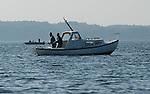 Foto: VidiPhoto..MIDDELFART - Vissen in een bootje op Funen bij Middelfart.