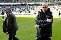 FUSSBALL   1. BUNDESLIGA   SAISON 2012/2013    30. SPIELTAG SV Werder Bremen - VfL Wolfsburg                          20.04.2013 Klaus Allofs (li, Wolfsburg) und Thomas Schaaf (re, Werder Bremen)