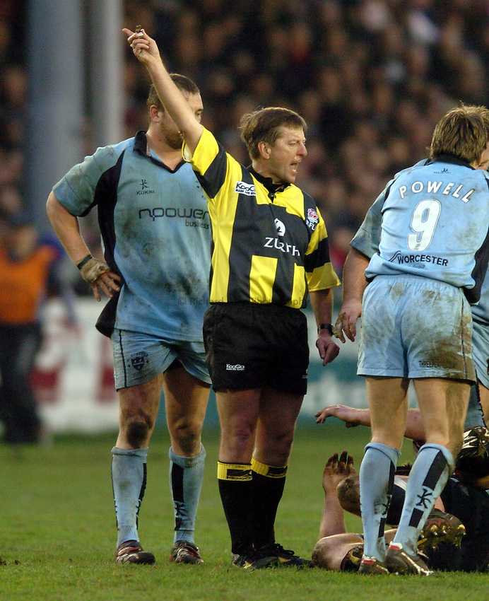 Photo. Henry Browne..Gloucester v Worcester. Zurich  Premiership. 29/01/2005..Referee Tony Spreadbury..