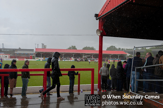 Ebbsfleet 0 Dover Athletic 1, 23/08.2014. Stonebridge Road, Conference South play-off final. The Skrill South play-off final between Ebbsfleet and Dover Athletic from Stonebridge Road. Dover won the match 1-0 to secure promotion to the Conference Premier.  Photo by Simon Gill.
