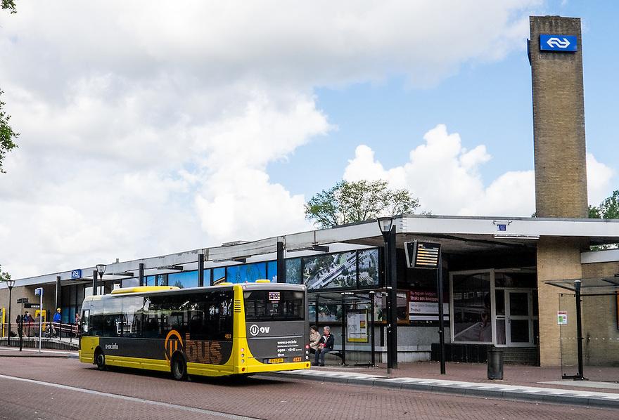 Nederland, Driebergen, 30 mei 2015<br /> Busstation bij NS-station Driebergen-Zeist. Dit station gaat binnenkort geheel op de schop en wordt een ov-knooppunt. <br />  <br /> Foto: Michiel Wijnbergh