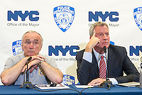 New York Mayor Bill de Blasio, right,  and NYPD Commissioner William Bratton brief the media about improvements to police equipment on Monday, July 25, 2016 at the 84th Precinct in Brooklyn in New York. (© Frances M. Roberts)