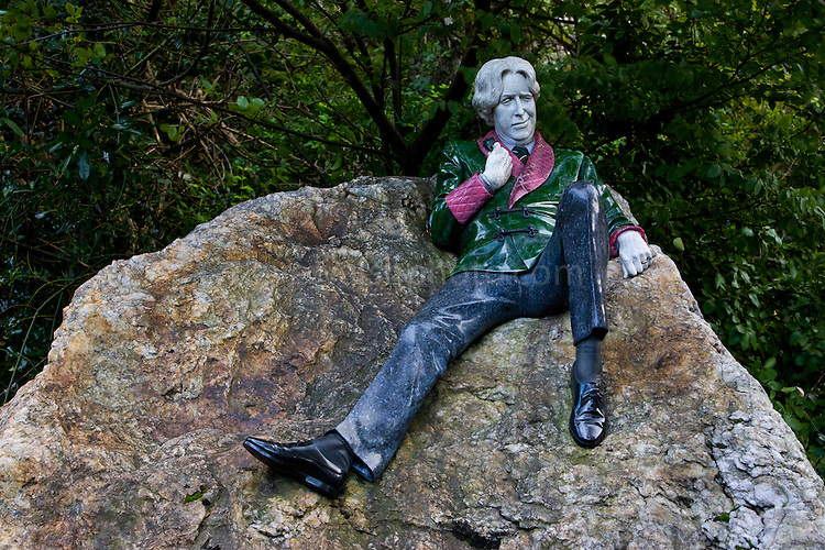 Statue Of Oscar Wilde Merrion Square Dublin Dave Walsh