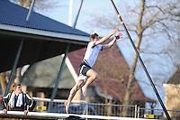 FIERLJEPPEN: IT HEIDENSKIP: 21-04-2015, Fierljeptraining, Ysbrand Galama, ©foto Martin de Jong