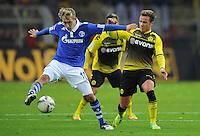 FUSSBALL   1. BUNDESLIGA   SAISON 2011/2012    14. SPIELTAG Borussia Dortmund - FC Schalke 04      26.11.2011 Lewis HOLTBY (li, Schalke) gegen Mario GOETZE (re, Dortmund)