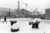 Ukraine. Province of Kiev. Chernobyl. Two workers are walking in the snow. Winter season. Chernobyl atomic power station. Nuclear power plant. 20 years after the catastrophe which took place on april 1986 at 1.23 am with the explosion of reactor No 4. It was the world's worst nuclear power accident. Reactor No 4 has been encased in walls of concrete and steels six metres thick  and is now called the sarcophagus. The sarcophagus is a shelter for radioactive waste. Contamined area by radiations. © 2006 Didier Ruef