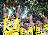 FUSSBALL   1. BUNDESLIGA   SAISON 2011/2012   34. SPIELTAG Borussia Dortmund - SC Freiburg                        05.05.2012 Lucas Barrios (mit Meisterschale), Robert Lewandowski und Lukasz Piszczek (v.l., alle Borussia Dortmund) jubeln
