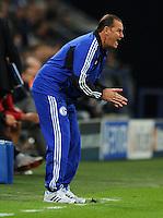 FUSSBALL   CHAMPIONS LEAGUE   SAISON 2012/2013   GRUPPENPHASE   FC Schalke 04 - Montpellier HSC                                   03.10.2012 Trainer Huub Stevens (FC Schalke 04) engagiert an der Seitenlinie