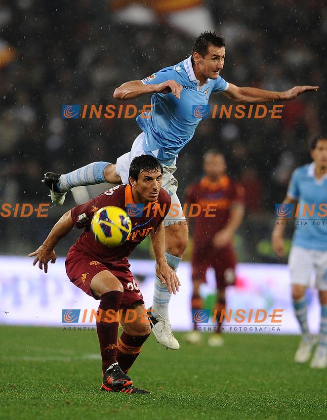 Miroslav Klose (Lazio) e Nicolas Burdisso (Roma).11/11/2012 Roma, Stadio Olimpico.Campionato di Calcio Serie A 2012/2013.Derby.Lazio vs Roma 3-2.Foto Antonietta Baldassarre Insidefoto