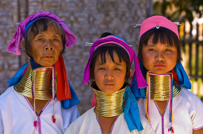 Long necked Padaung tribe women wearing neck rings, Nyaungshwe, Shan State, Myanmar, Burma