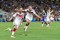 FUSSBALL WM 2014                FINALE Deutschland - Argentinien     13.07.2014 Thomas Mueller (re, Deutschland) und  Torschuetze Mario Goetze (li., beide Deutschland) jubeln nach dem 1:0