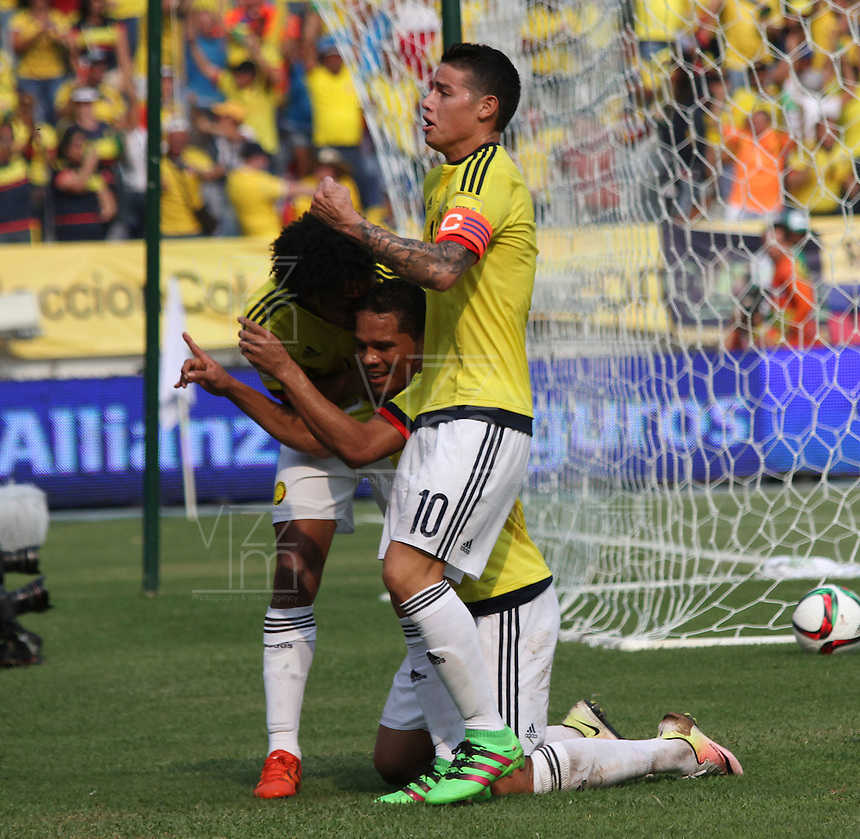 BARRANQUILLA  -COLOMBIA , 28,MARZO-2016. Carlos Bacca jugador de Colombia  celebra su gol contra  Ecuador    por la fecha 6 de las eliminatorias para el mundial de Rusia 2018 jugado en el estadio Metropolitano Roberto Meléndez./ Carlos Bacca of Colombia celebrates his goal aganist  of Ecuador  during   a match between Colombia and Ecuador as part of FIFA 2018 World Cup Qualifier six date at Metropolitano Roberto Melendez Stadium on March  28, 2015 in Barranquilla, Colombia. Photo: VizzorImage / Felipe Caicedo / Staff
