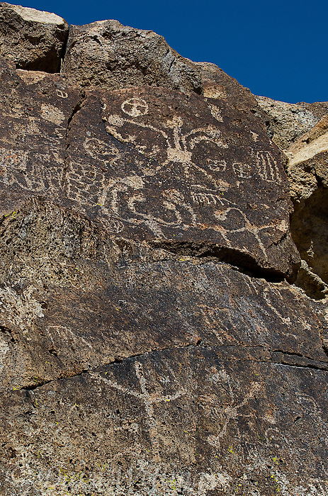 711060004 native american petroglyphs on volcanic rock along fish slough road in mono county california