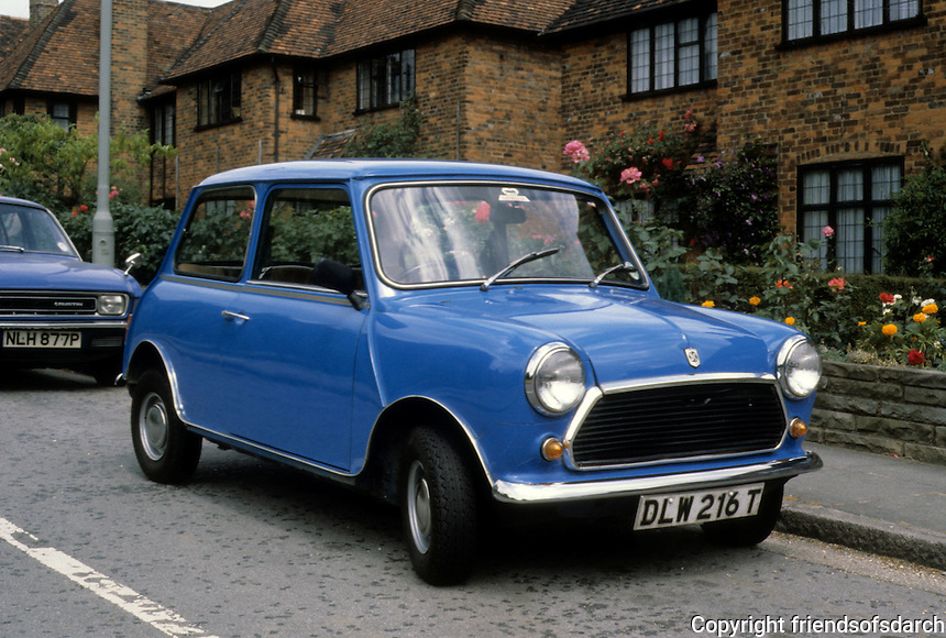 Car: Mini-Cooper, 3/4 view. Photo '94.