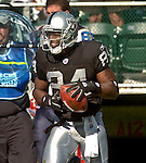 Oakland Raiders wide receiver Jerry Porter (84) on Sunday, September 19, 2004, in Oakland, California. The Raiders defeated the Bills 13-10.