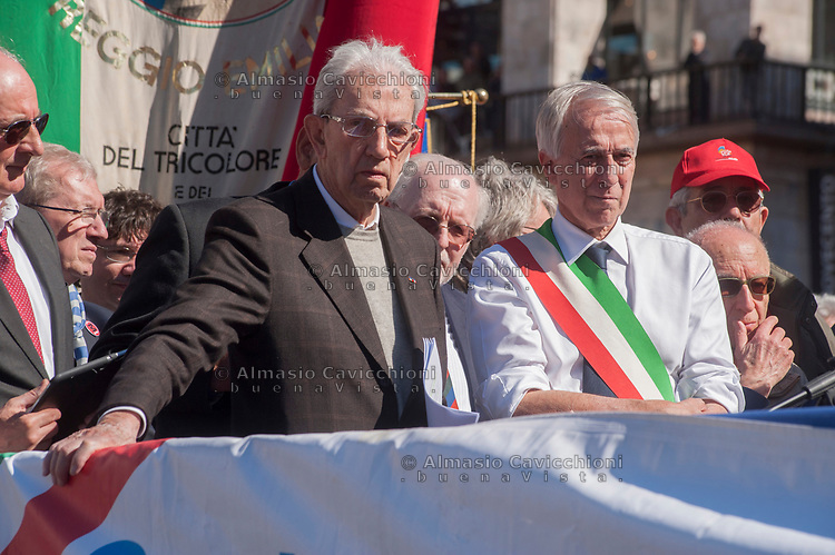 Milano, 25 Aprile 2016, manifestazione per la festa della Liberazione dal nazifascismo. Carlo Smuraglia presidente ANPI e Giuliano Pisapia sindaco di Milano.<br /> Milan, April 25, 2016, demonstration for the Liberation Day. Carlo Smuraglia president of The National Association of the Italian Partisans and Giuliano Pisapia.