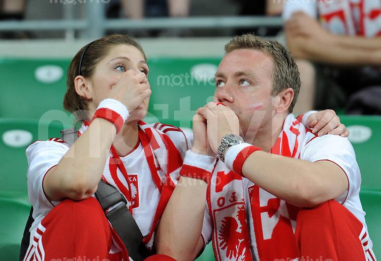 FUSSBALL  EUROPAMEISTERSCHAFT 2012   VORRUNDE Tschechien - Polen               16.06.2012 Enttaeuschte polnische  Fans nach dem Abpfiff