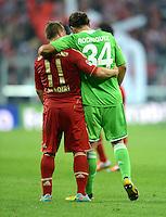 FUSSBALL   1. BUNDESLIGA  SAISON 2012/2013   5. Spieltag FC Bayern Muenchen - VFL Wolfsburg    25.09.2012 Xherdan Shaqiri (li, FC Bayern Muenchen) umarmt nach dem Spiel Ricardo Rodriguez (VfL Wolfsburg)