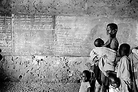 Burundi. Karuzi Province. Buhindye. Polio vaccination campaign. Classroom. Mother waits for her children to be vaccinated.© 2000 Didier Ruef