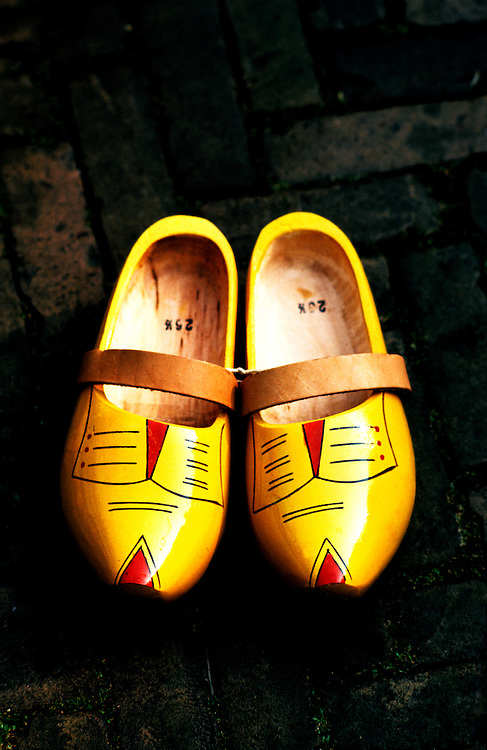 Netherlands: Dutch, wooden shoes.  Photo: duches104.Photo copyright Lee Foster, 510/549-2202, lee@fostertravel.com, www.fostertravel.com