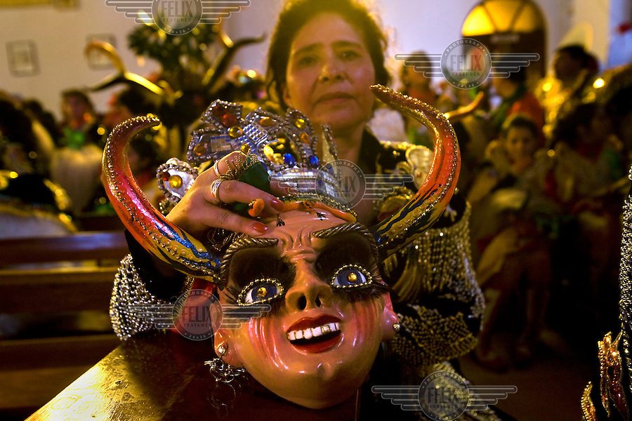 the oruro mask dance essay The mask festival, most especially the devil dance, is my favorite festival among the festivals in both bolivia and the united states one reason is the character of the festival's message the redemption of humanity (a christian concept) from evil is likened to the separation of bolivia from spanish rule.