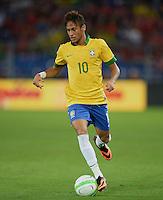 FUSSBALL  INTERNATIONAL  Testspiel Schweiz - Brasilien    14.08.2013 NEYMAR (Brasilien) am Ball
