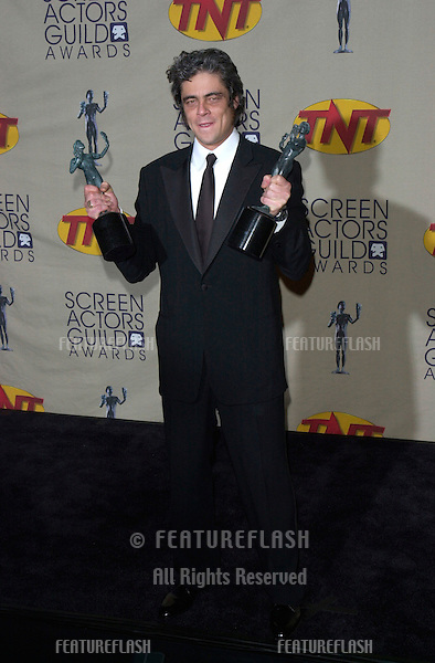 Traffic star BENICIO DEL TORO, winner of the Best Male Movie Actor award, at the 7th Annual Screen Actors Guild Awards in Los Angeles. The movie - Traffic - won for Best Ensemble Movie Cast..11MAR2001.   © Paul Smith/Featureflash