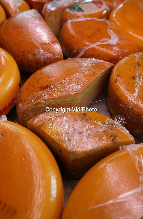 Foto: VidiPhoto...ARNHEM - Producten in de boerderijwinkel van Janet Lubbers.