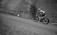 Milan-San Remo 2012.raceday.Greg Henderson in difficulty up Le Manie