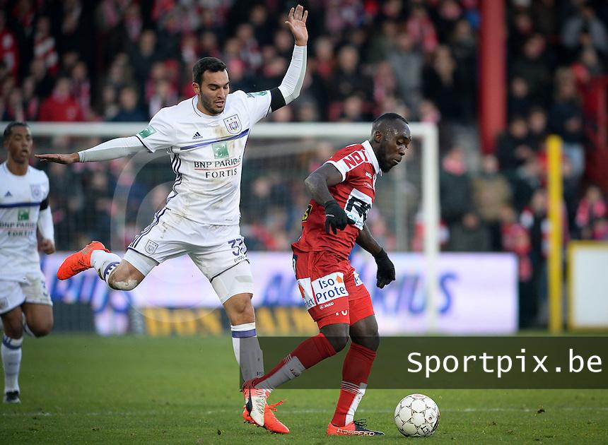 KV Kortrijk - RSC Anderlecht : duel tussen Herve Kage (r) en Ivan Obradovic (links)<br /> Foto David Catry | VDB | Bart Vandenbroucke