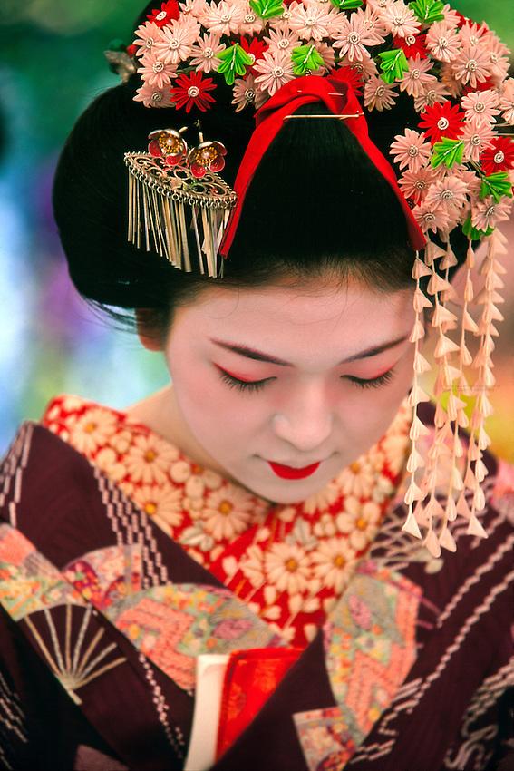 Maiko (Geisha apprentice), Kitano-Tenmangu Shrine, Kyoto, Japan