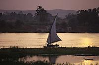Afrique/Egypte: Felouque sur le Nil au soleil couchant
