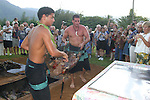 Removing pig from imu, Luau, Princeville, Hanalei, Kauai,(editorial use only, no model release)<br />