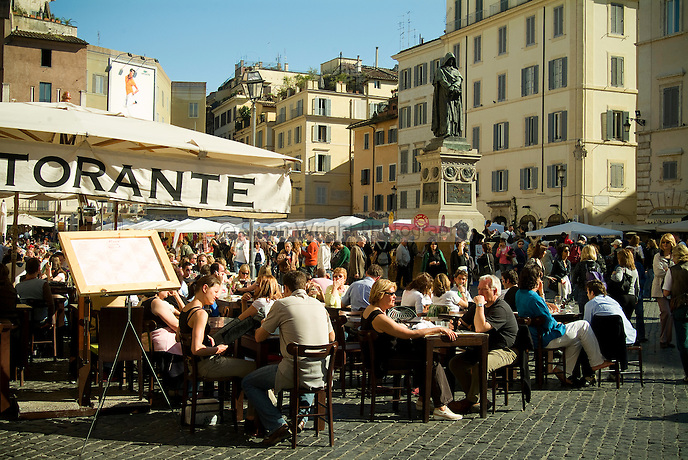 Outdoor dining in a popular Roman piazza, Campo Dei Fiori, Rome, Italy