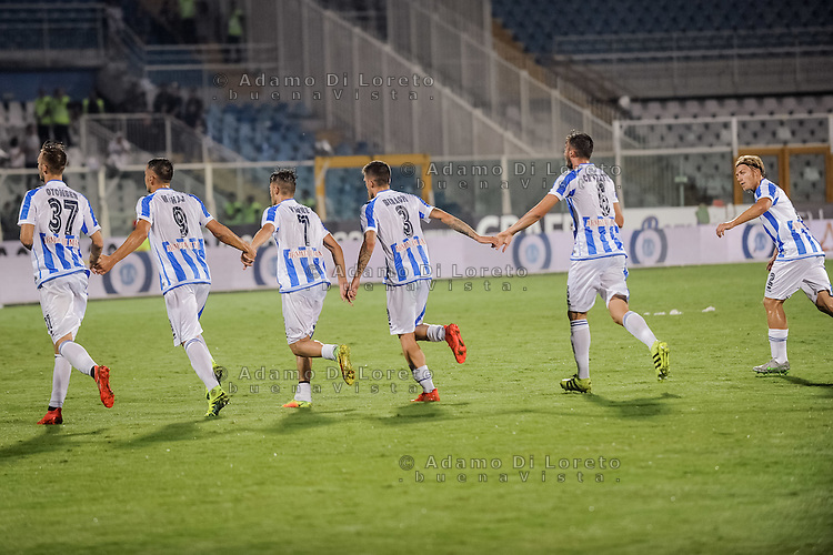 The Pescara team at the end of match Italian Serie A football match Pescara vs SSC Napoli on August 21, 2016, in Pescara, Italy. Photo by Adamo Di Loreto