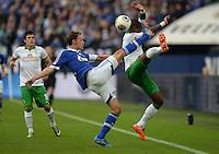 FUSSBALL   1. BUNDESLIGA   SAISON 2013/2014   12. SPIELTAG FC Schalke 04 - SV Werder Bremen                           09.11.2013 Benedikt Hoewedes (li, FC Schalke 04) gegen Eljero Elia (re, SV Werder Bremen)