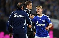 FUSSBALL   1. BUNDESLIGA  SAISON 2012/2013   7. Spieltag   FC Schalke 04 - VfL Wolfsburg        06.10.2012 Trainer Huub Stevens (li) und Lewis Holtby (re, beide FC Schalke 04)