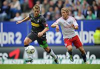 FUSSBALL   1. BUNDESLIGA   SAISON 2011/2012    6. SPIELTAG Hamburger SV - Borussia Moenchengladbach            17.09.2011 Thorben MARX (li, Moenchengladbach) gegen Per Ciljan SKJELBRED (re, Hamburg)