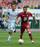 Fussball 2. Bundesliga:  Saison   2012/2013,    3. Spieltag  1. FC Kaiserslautern - TSV 1860 Muenchen   26.08.2012 Kai Buelow (li, 1860 Muenchen) gegen Albert Bunjaku (1. FC Kaiserslautern)