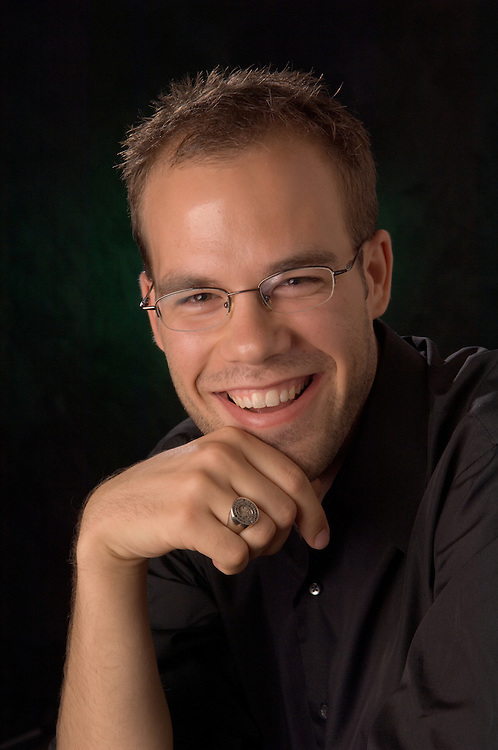 17020Jim Harris, BBA '04 : Portrait with Class ring in Studio